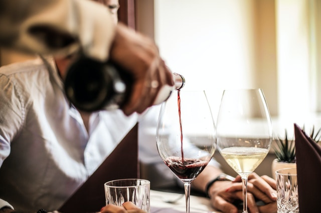 What is A Sommelier? Be a Wine Master! professional wine tester 1