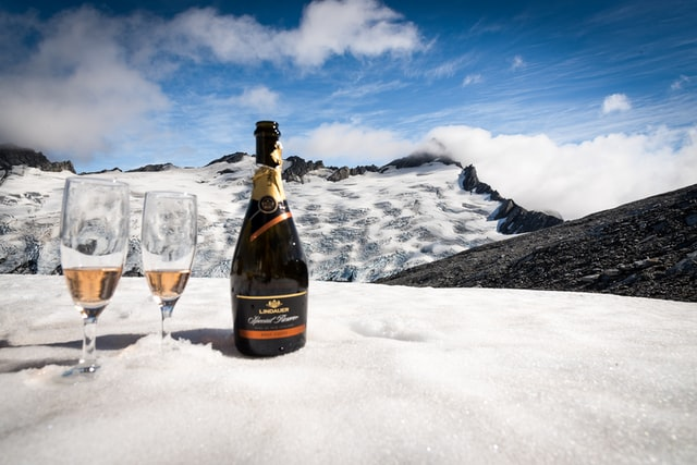Ice Cold Champagne - An Emerging New Trend how to chill champagne