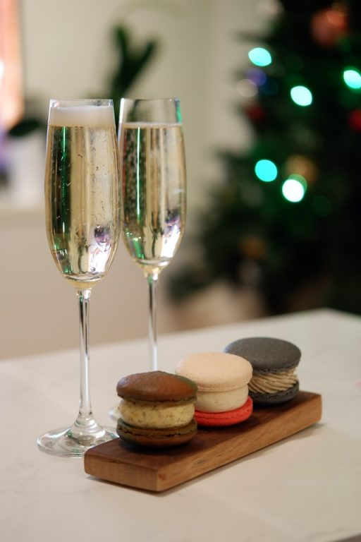 Sparkling Wine vs Champagne - What's the Difference? sparkling